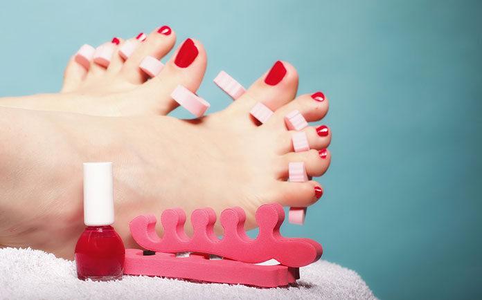 Czy dobrze dbasz o swoje stopy? Sprawdź, jak prawidłowo zadbać o paznokcie u nóg